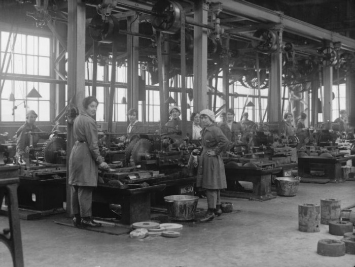 Women workers in the New Gun Factory, Woolwich during WWI