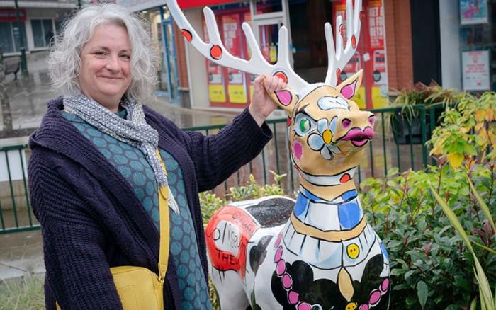 Celia-Perkins-and-Daisy-Deer.Photo by Alan Hamer
