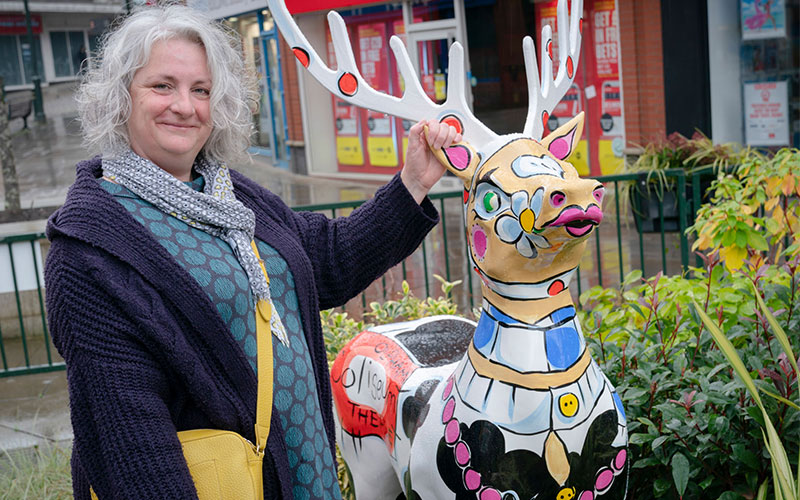 Celia-Perkins-and-Daisy-Deer.Photo by Alan Hamer